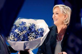 Марін Ле Пен зобов'язали повернути Європарламенту 300 тисяч євро