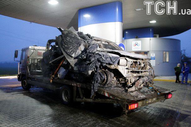 Пошматований метал та евакуатор: з'явилися фото авто спостерігачів ОБСЄ після смертельного вибуху