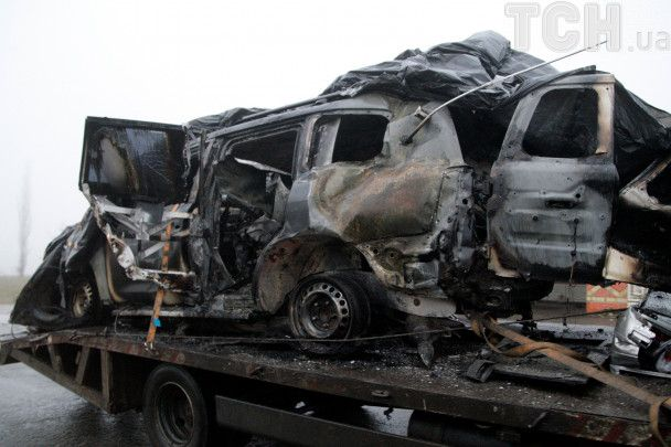 Куски металла и эвакуатор: появились фото авто наблюдателей ОБСЕ после смертельного взрыва