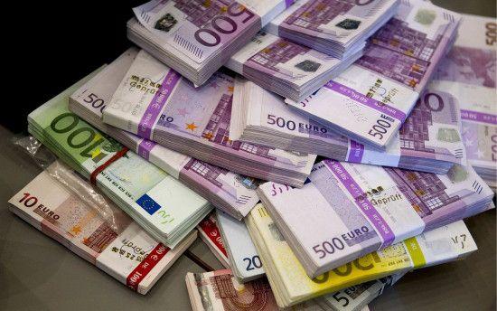 Долар здешевшає у курсах валют від НБУ на 22 серпня