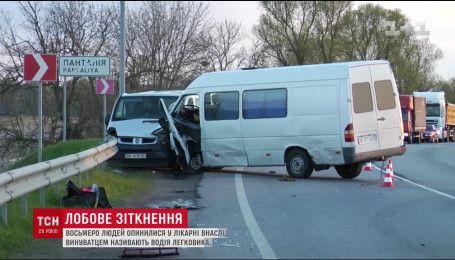8 человек оказались в больнице в результате масштабного ДТП на трассе Киев-Чоп