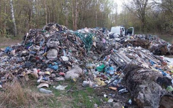 В Чернобыльской зоне обнаружили кучи львовского мусора