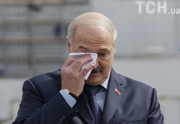 """Боротьба з """"демоном"""" і дружба народів. Про що Порошенко й Лукашенко говорили біля ЧАЕС"""