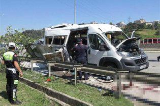 У Стамбулі пролунав вибух в автобусі, є поранені