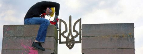 В Польше обломки разрушенного памятника воинам УПА использовали для ремонта дорог