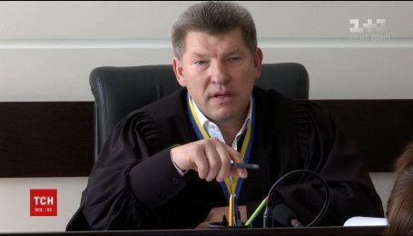 Суддя, відомий за скандалом через кермування напідпитку, взяв самовідвід у справі Євгена Чебана