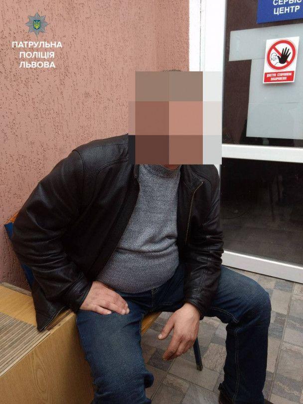 Во Львове задержали педофила, который платил 14-летнему парню за интим