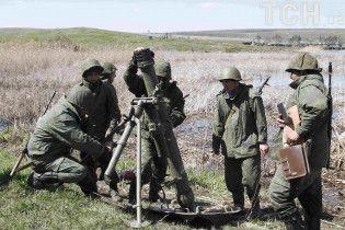 Неспокойная ночь на Донбассе. Боевики стреляли во всех направлениях, один военный погиб
