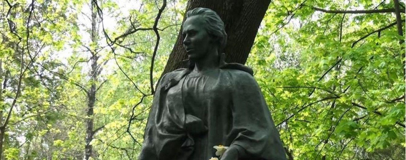 онлайн лишение отверткой украинки