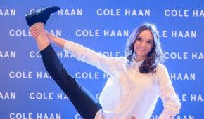 Анна Бессонова занялась гимнастикой прямо в магазине