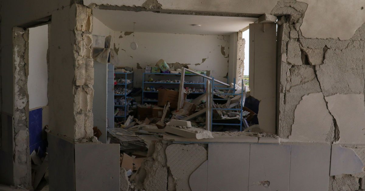 Наслідки авіаударів по лікарні у селі Дейр-аль-Шаркі.