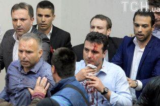 У Македонії мітингувальники увірвалися до парламенту і побили депутатів