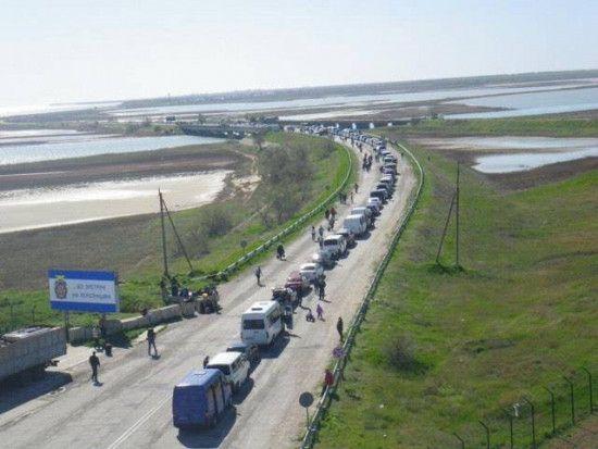 Черги на кордоні з окупованим Кримом: російські служби двічі за день зупиняли пропуск