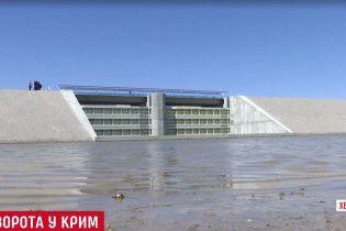 Украина построила дамбу на границе с оккупированным Крымом