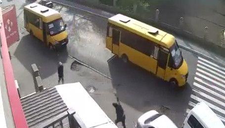 З'явилось відео погрому маршрутки з Києва до Вишневого