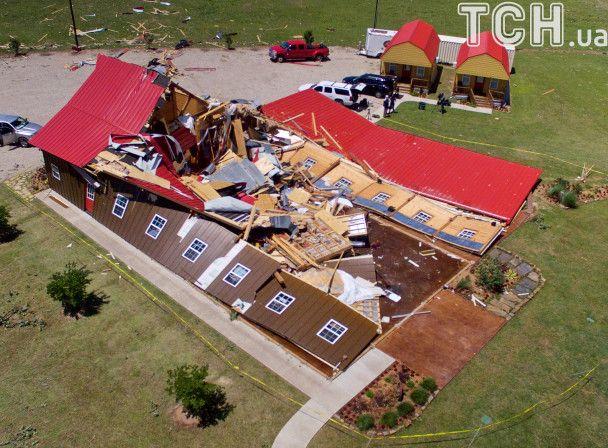 У Техасі торнадо показав, як моментально вміє знищувати великі будівлі