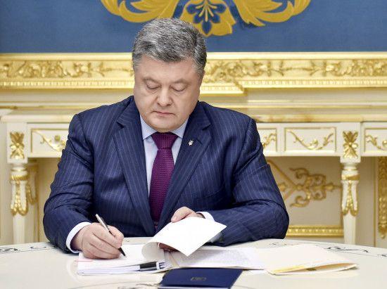 Порошенко подписал указ о финансирование национальной безопасности и обороны на 2018 год