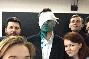Те самые Ш и Б: после атаки зеленкой Навальному прооперировали глаз