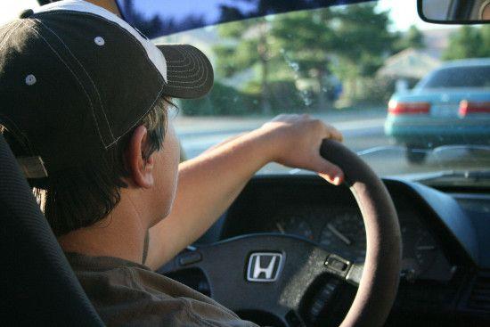 """Знепритомніти за кермом: відомий гонщик змоделював поведінку авто, водій котрого """"відключився"""""""