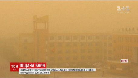 Огромное облако песка и пыли накрыло север Китая