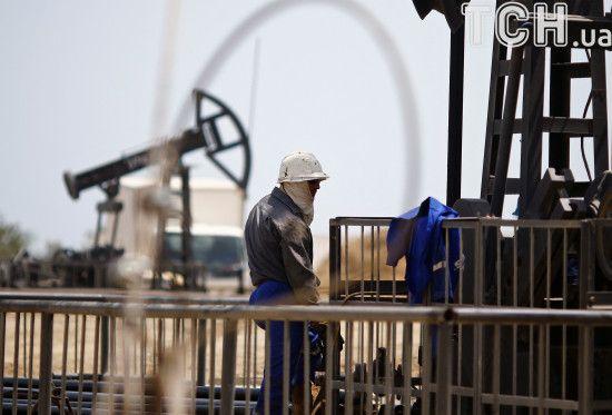 На світових торгах продовжують повзти вгору ціни на нафту