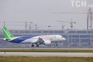 Із Шанхая здійснив перший політ китайський конкурент Boeing і Airbus
