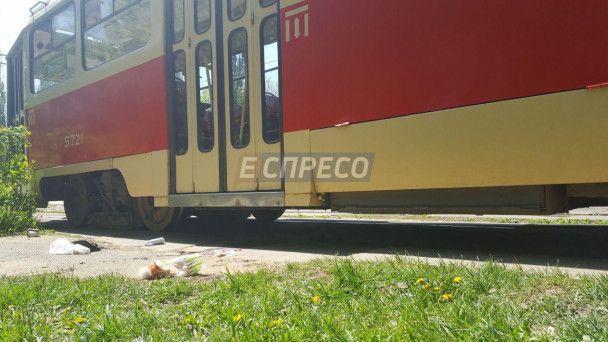У Києві трамвай відрізав пальці потерпілому
