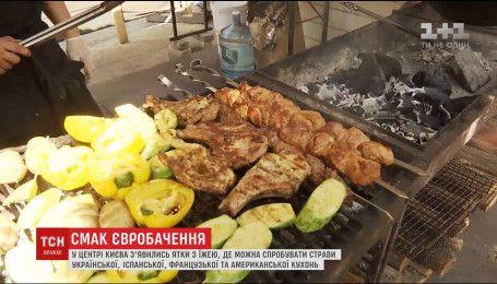 Лотки с украинской традиционной едой для иностранцев заполонили центр Киева