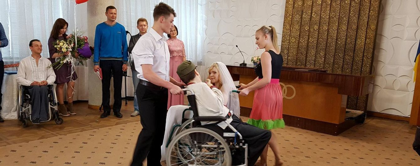Особая свадьба в Ровно: брак взяли сироты-инвалиды с ДЦП