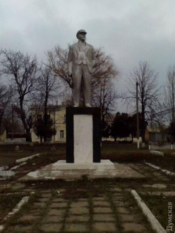 На Одесчине снесли голову последнему в регионе памятнику Ленина