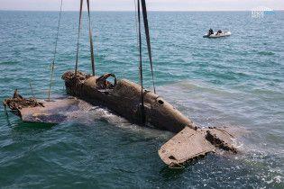 Будівельники скандального Керченського мосту дістали з води винищувач США часів Другої світової