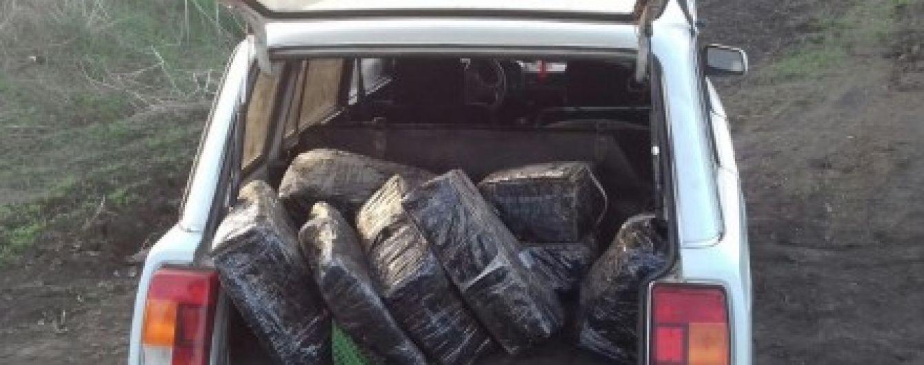 Двух украинцев задержали за попытку провезти в РФ сало в мешках