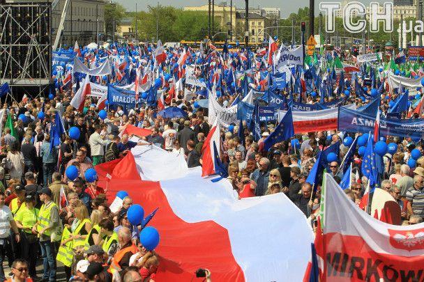 """В Варшаве несколько тысяч протестующих вышли на оппозиционный """"Марш свободы"""""""
