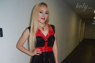Alyosha в мини-платье и на шпильках появилась в EuroClub