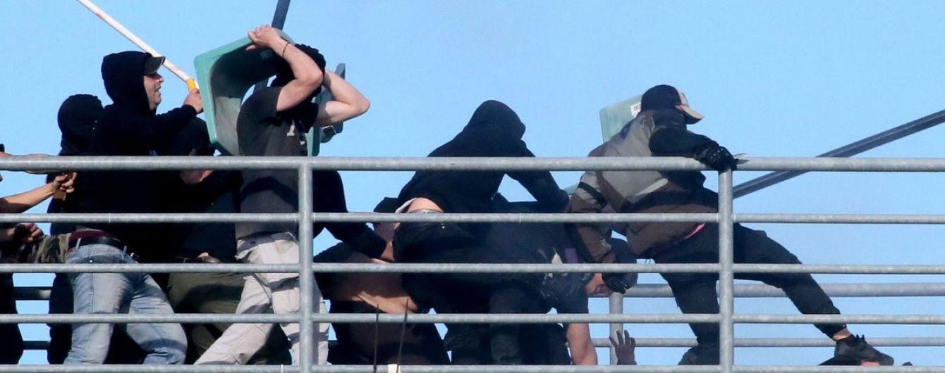 Футбольный матч Кубка Греции задержали из-за бойни на трибунах