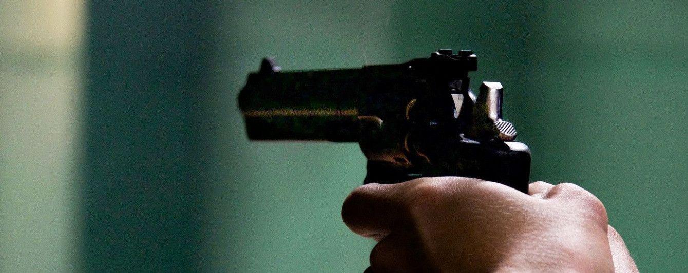 У Києві серед білого дня невідомий обстріляв чоловіка
