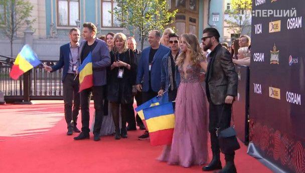 """Наряды участников """"Евровидения-2017"""" на красной дорожке: откровенные декольте и эпатажные образы"""