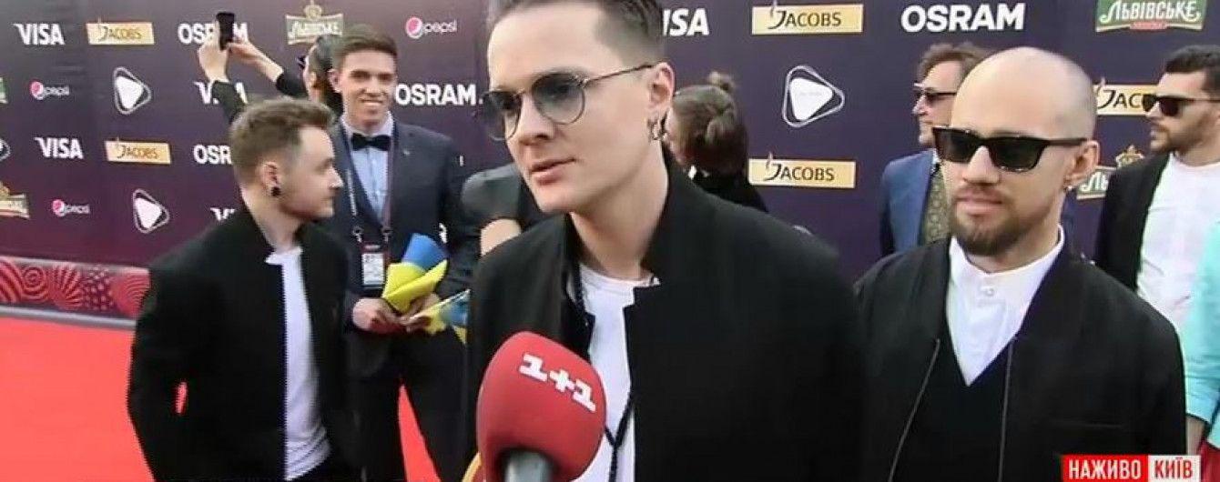 """Открытие """"Евровидения-2017"""": один из фаворитов нахваливал борщ, а солист O. Torvald назвал дорожку мягкой"""