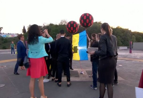 """Зрелищное открытие """"Евровидения-2017"""": конкурсанты запустили в небо шары с флагами своих стран"""