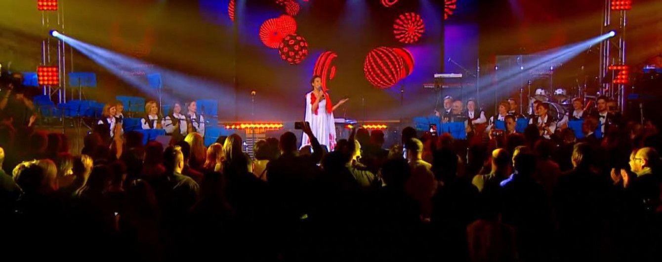 """Джамала у ефектній білій сукні привітала гостей """"Євробачення-2017"""""""