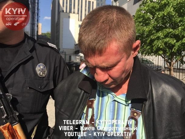 Киевская стрельба: появилось фото и видео задержания мужчины в столичном супермаркете