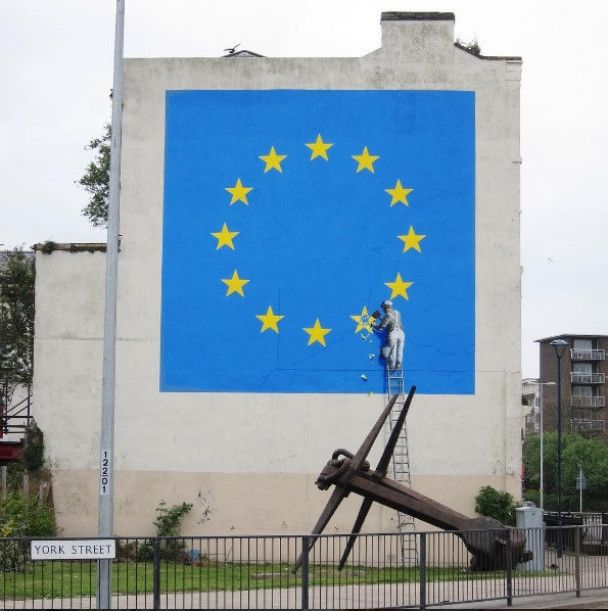 Посвящается Brexit: Бэнкси нарисовал граффити с отбитой звездой Евросоюза