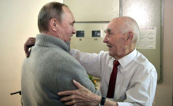 Путин поздравил с 90-летием своего куратора в КГБ в Дрездене