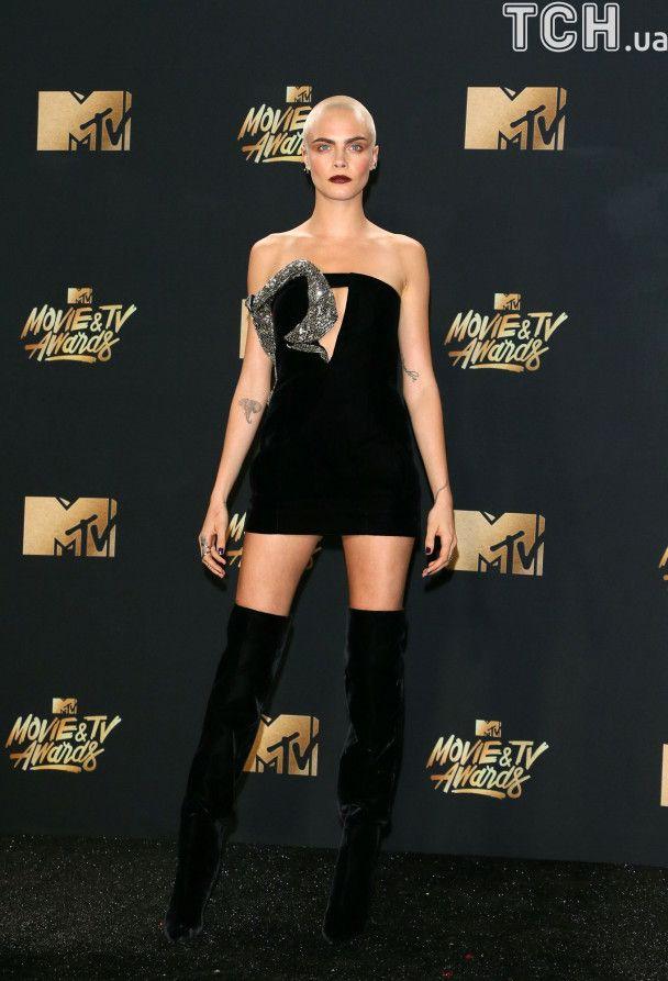 MTV Movie & TV Awards-2017: дерзкая и лысая Делевинь и изысканная Эмма Уотсон