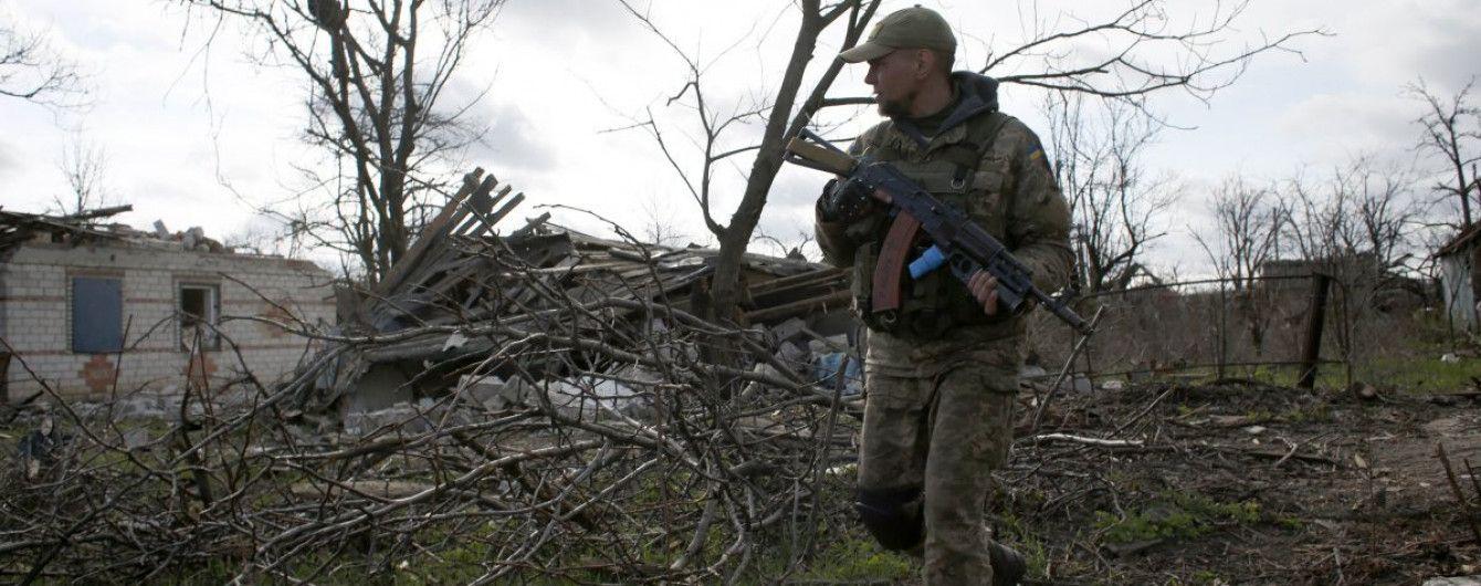 Поранений український військовий та ворожі обстріли на Приморському напрямку. Дайджест АТО