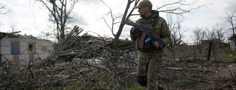 Горячие Донецкое направление и раненый украинский воин. Дайджест АТО