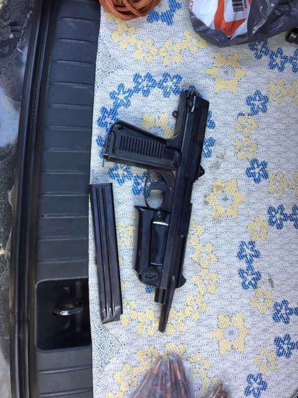 СБУшники задержали группу торговцев оружием из зоны АТО