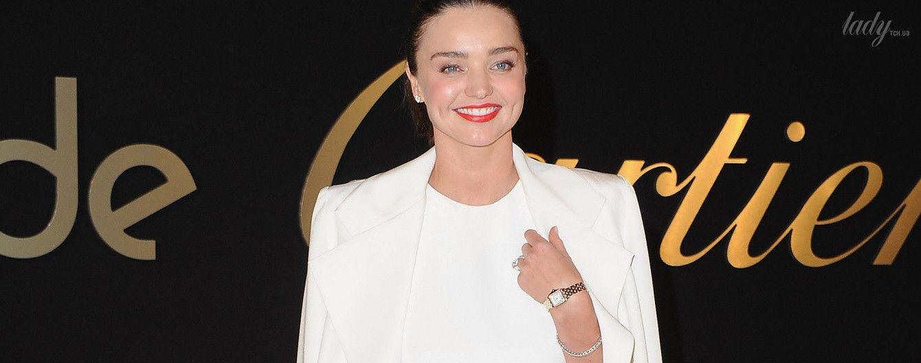 В белоснежном наряде и с яркими губами: Миранда Керр на светском мероприятии