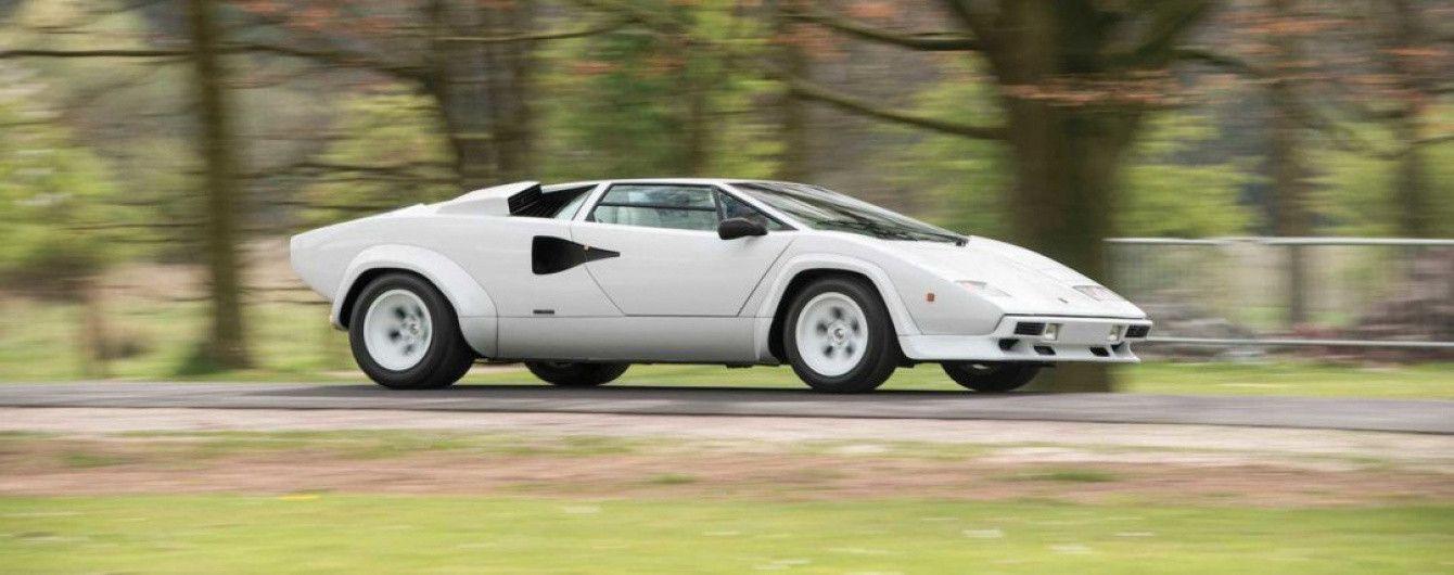 На аукцион выставят Lamborghini Countach с золотым салоном