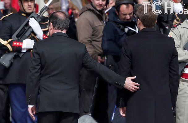 Президент и преемник: Олланд и Макрон вместе посетили церемонию возле Триумфальной арки